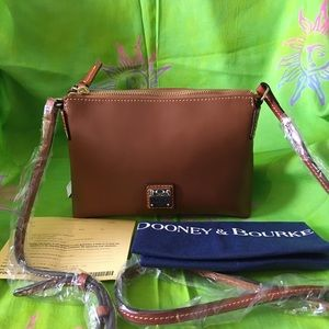 DOONEY AND BOURKE WEXFORD POUCHETTE IN NATURAL/CB